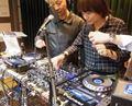 ☆Taku Takahashi 幼稚園DJアボカズヒロ朝日新聞記事に言及する