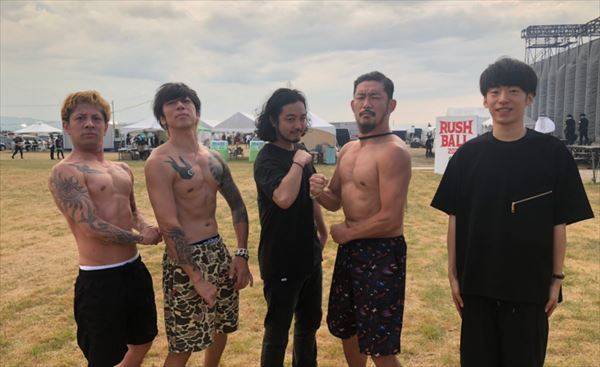 Creepy Nuts 上裸のKj・細美武士・TOSHI-LOWと記念撮影した話